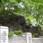 Manhattan schist exposed in Trinity Cemetery along 155th Street